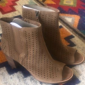 Size 10 NWT TOMS suede peep toe booties